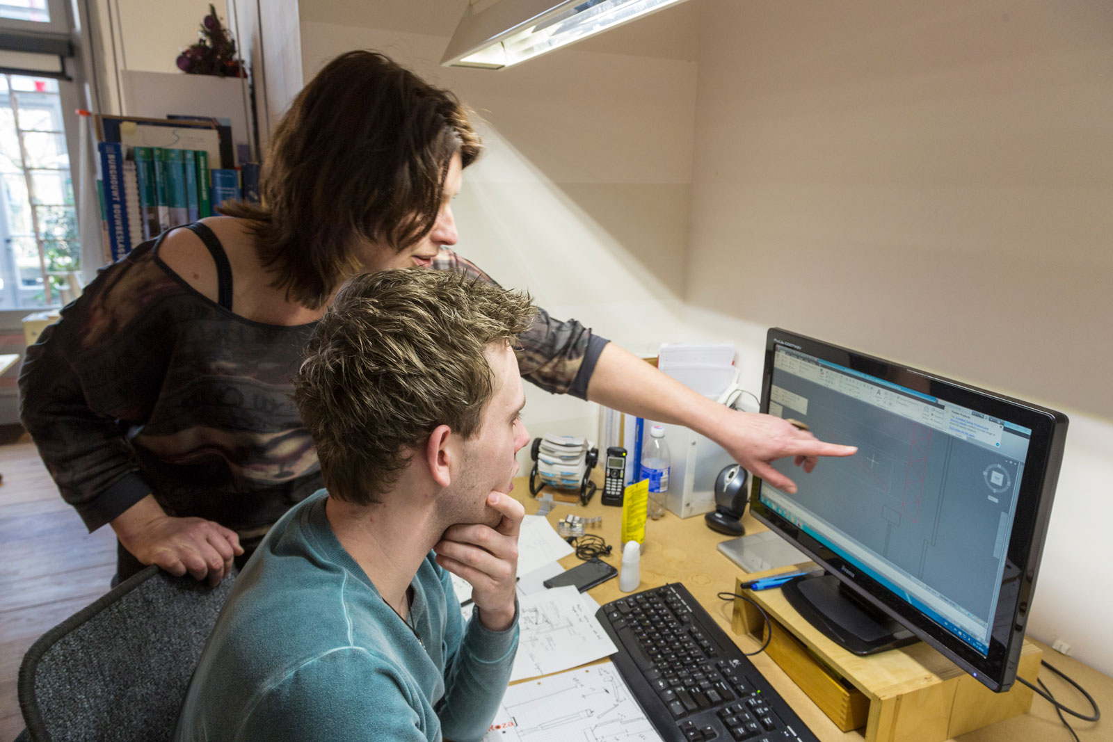 Werknemers van architectenbureau Roza bezig met het ontwerp